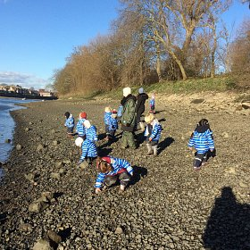 Forest School on the Thames Beach